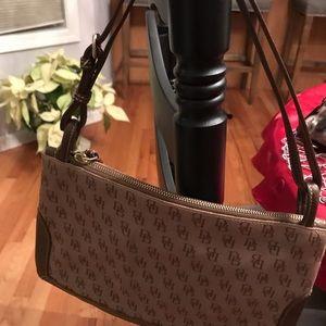 😍😍LIKE NEW DOONEY & BURKE shoulder bag